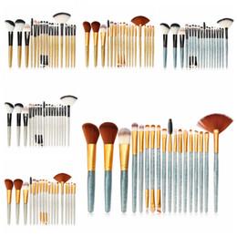 Brilhante Maquiagem Pincel Profissional Glitter Em Pó Delineador Pestana Pincel Fundação Pincéis Set Make Up Tool Kit 18 Pçs / set RRA1253 de