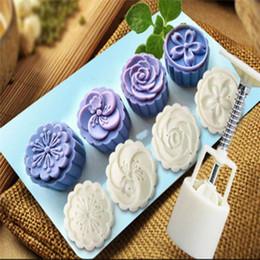 Kuchen stempel blume online-4 Stil Briefmarken Chinesische Runde Blume Mond Kuchenform Weißen Kolben set Mooncake floral prägeform kuchen maker drop ship