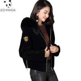 пальто из овечьей шерсти Скидка Sheep Shear Leather Fur Jacket Women's Short Leather Sheep Wool Coat  Hair Hooded Coat Zipper Fasten Natural Hoody Overcoat