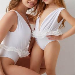 2019 weiße kinder bikinis Weiße Spitzenmami und -tochter, die zusammenpassende Bikini-Mädchen-Badebekleidung Kinder-Badebekleidungsfamilie zusammenbringen, die Badeanzüge Mutterbaby-Tochter Badeanzug A4915 zusammenbringen günstig weiße kinder bikinis
