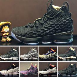 Nike LeBron 15 Zapatillas de baloncesto para hombre 2018 Recién llegado  Zapatos de diseñador 15 Negro Blanco Rojo 15s EP Zapatillas de deporte de  ... 6df87a9257ca0