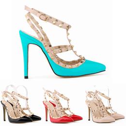 2019 Tasarımcı Kadınlar Yüksek Topuklu Parti Moda Perçinler Sandalet Kızlar Seksi Sivri Düğün Ayakkabı Dans Ayakkabıları Çift Sapanlar Sandalet 35-42 nereden