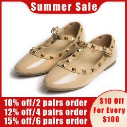 Белые сандалии для младенцев онлайн-CCTWINS KIDS spring girls  for baby stud shoes children nude sandal toddler summer shoe black white flats party shoe G358