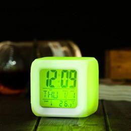 Wholesale CHUN0318 Alarma B LED de luz caliente de la tabla Relojes cuadrados plásticos batería de reloj digital que brilla Cambio de escritorio del reloj colorido wj ii