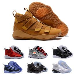 2020 soldat lebron 12 nouveau soldat de James XI XI 11 bleu marine hommes 2019 chaussures de basket-ball LeBron noir blanc sport baskets taille nous 7-12 soldat lebron 12 pas cher
