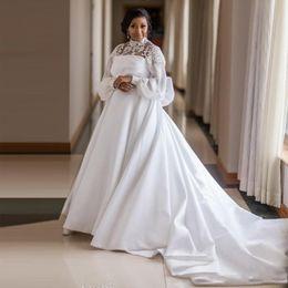 Grande robe à col en Ligne-Robes de mariée africaine, plus la taille Satin col haut évasé à manches longues Grand noeud papillon 3D Appliques Robe de mariée avec ceinture Robe de mariée perlée