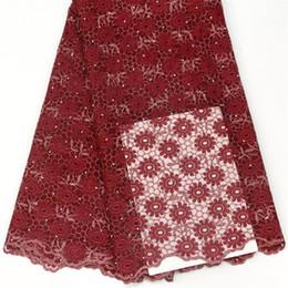 Vente en gros de vin africain français robe de mariée en tulle dentelle net 5 verges tissu broderie dentelle avec des pierres ? partir de fabricateur