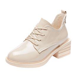 mulheres de salto alto Desconto De alta qualidade Espelho De Couro De Patente De Salto Grosso das Mulheres Sapatos Oxford Preto Para As Mulheres de Salto Alto Bege Lace Up Borboleta Sapatos Zapatos Muje