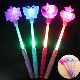 Luz da estrela da borboleta on-line-Colorful Luz glow sticks Em The Butterfly Dark Star vara do fulgor Pulseiras festa de Natal Festival Led Toy Crianças