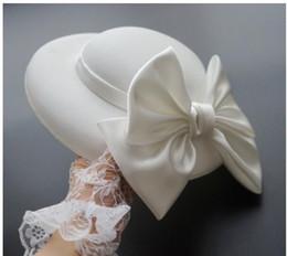 2019 feind freies verschiffen Frau Kopfschmuck Haar Hepburn Sterne retro britische Bräute Polka weißen Hüte Kopfbedeckungen Schmetterling Hüte Foto Props dot