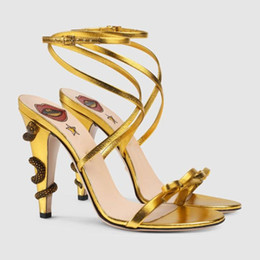 Grande cobra on-line-Summer Woman Fashion T-Shoe Beautiful Bowtie Sandals Ladies Large Size Snake Heel lips High Heel Sandals Femal Cross Strap Metal Decoration