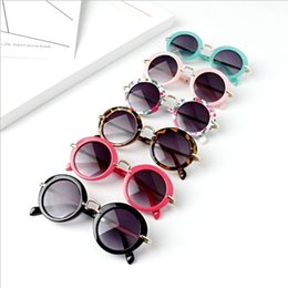 Güneş Gözlüğü Çocuk Yuvarlak Çerçeve Güneş gözlükleri Açık Sevimli Çocuklar Travrel Metal Çerçeve Gözlük Bebek Retro Çiçek Baskı Tente Gözlük LT1145 supplier baby sunglasses round nereden bebek güneş gözlüğü yuvarlak tedarikçiler