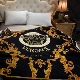 La coperta della regina è morbida online-Branded Coperte 150 * 200cm flanella lusso pieno della regina coperte morbide coperte in pile berberi Goddess Retro biancheria da letto coperta nera