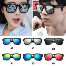 plásticos a granel Desconto Bulk Moda preto Moldura de plástico Óculos De Sol mulheres Vintage Praia Unisex óculos de Sol Óculos Para Homens s acessórios ao ar livre Barato