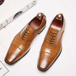 Clássico vestir-se on-line-Clássico Homem Sapatos Formais Sapatos de Escritório Feito À Mão Festa De Casamento Quadrado Toe Lace Up Calçado ...