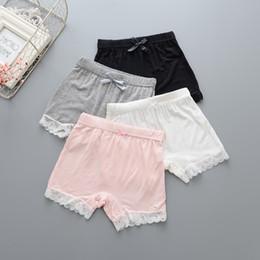 Schwarze mädchen weiße unterwäsche online-Baby Mädchen Sicherheitshosen Mädchen Modal Lace Unterwäsche Kinder Kinder Sommer Shorts Hosen weiß rosa grau schwarz beige