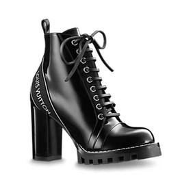 2020 Designer Damen Schuhe Mode Britische Stiefel Runde Kappe Martin Stiefel Schnallenriemen Blockabsatz Runde Zehen Mode Bestickte Stiefeletten