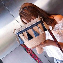 Женская тканая сумка для женщин Vintage Beach Соломенная сумка в этническом стиле Лента кисточкой Beach Messenger Bols Bolso tejido femenino supplier ethnic ribbons от Поставщики этнические ленты