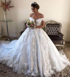 2019 vestido princesa saudí 2019 Vintage 3D Flowers Appliqued Ball Gown Wedding Dress Luxury Off Shoulder Plus Size Princess Saudi Arabic Dubai Vestido de novia vestido princesa saudí baratos