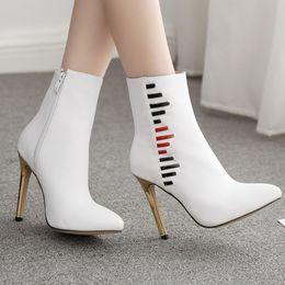 Sapatos de casamento calcanhar médio branco on-line-Tornozelo das mulheres Botas Brancas Sapatos Sexy sapatos de salto alto com zíper sapatos de festa mulher casamento botas Thin High Heel Ankle Zipper Casual