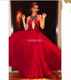 2019 vestidos de vestidos de vestidos sexy sexy Vestidos de celebridades vermelho 2019 Major frisado Halter decote com Sexy Keyhole recorte A linha T Strap Voltar Tulle Evening Dresses baile desconto vestidos de vestidos de vestidos sexy sexy