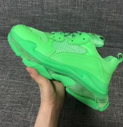 Argentina Hombres Mujeres Zapatos casuales Paris 2019 Parte inferior de cristal Triple-S Zapatos de ocio Zapatos de lujo de papá Plataforma Triple S Zapatillas Neon Green Suministro