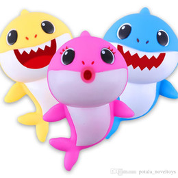 Canada 20CM BABY SHARK MusicLED 8 pouces en Plastique Enfants Jouets Dessin Animé Musique Requin LighitingSinging Songs Animal Jouet PVC Xmas Shark Bébé Maman Papa Rouge Offre