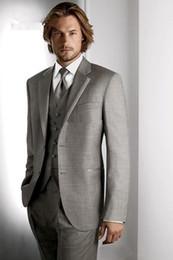 En Çok Satan Iki Düğme Açık Gri Damat Smokin Çentik Yaka Groomsmen Erkek Düğün Takımları İyi Adam Suits (Ceket + Pantolon + Yelek + Kravat) nereden en çok satan erkek bağları tedarikçiler