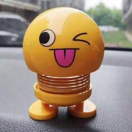 2019 muñeca barbie china Emoji Decoración Del Coche ABS Divertido Emoji Sacudiendo la Cabeza Muñecas Automóvil Tablero de instrumentos Decoración Creativa Smiley Lindo Expresión Tímida Decoración Juguetes 100pc