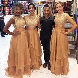 877f858b3 2019 Barato Sexy Oro Vestidos de dama de honor Cuello de joya Apliques de  encaje blanco Tiered Ruffles Fajas de gasa Vestidos de fiesta largos Vestido  de ...