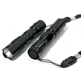 2019 mejor mosquetón para llaves Wholesell diseñador de moda llavero mini linternas LED brillante de energía ahorro de linterna blanca de aleación de aluminio negro equipamiento exterior