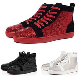 vestido partido strass Desconto Luxo Vermelho Fundo Das Mulheres Dos Homens Casuais Spikes Rebites Strass Sapatos Vestido de Festa Sapatos de Caminhada Tênis Chaussures De Esporte 34-46