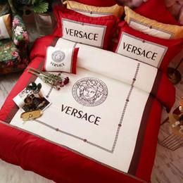 Colore della biancheria da letto online-Vestito da cerimonia nuziale del ricamo di colore rosso di cerimonia nuziale del vestito da 3 colori della biancheria da letto della dea del vestito da cerimonia nuziale della regina di lusso 4PCS