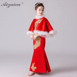 2019 vestido vermelho chinês do miúdo Top de cetim vermelho bordado cheongsam crianças princess dress com xale inverno engrossar veludo qipao vestidos de ano novo chinês traje vestido vermelho chinês do miúdo barato