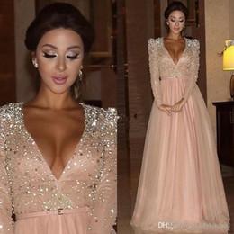2019 roter teppich kleider umhänge Erröten Rosa Sparkly tiefere V-Ausschnitt Prom Kleider mit langen Ärmeln wulstigen A-Linie Abendkleid lange formale Partei Brautjungfer Kleid