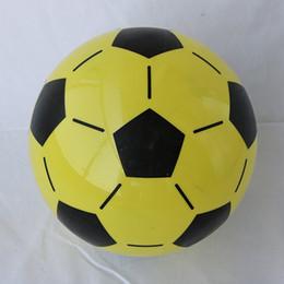 bater brinquedos de madeira Desconto Bolas de futebol Bolas de Futebol Esporte Para O Jogo de Competição de Treinamento Kid Crianças Jogando Jogo de Brinquedo Ao Ar Livre Pvc Divertido de Futebol