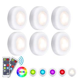 timer remoto Sconti Luci armadio a LED Luci a rullino RGB 16 colori Illuminazione wireless sotto al gabinetto Luci notturne alimentate a batteria con temporizzazione del timer del telecomando