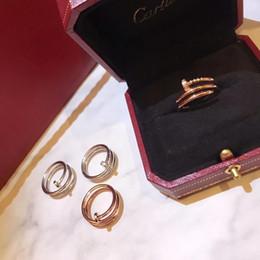 Двойные сплошные кольца онлайн-Дизайнер Роскошные Изысканные Серебряные Цветочные Твердые Цветочные Украшения Двойной Цвет Покрытием Обручальные Кольца для Женщин Размер