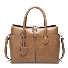 Grandes bolsos grandes negros online-Gran bolso de las mujeres de cuero de cocodrilo de la moda de asa superior del color sólido de las mujeres grandes bolsas de hombro negro rojo oficina señora bolsos