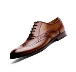 Мужская обувь из натуральной кожи онлайн-2019 Summer  Full Grain Leather Men Oxford Shoes British Style Retro Carved Bullock Formal Men Dress Shoes wedding shoe