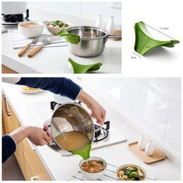 Produits de cuisine créative Vente chaude en silicone pour bec verseur Slip On Mess sans pots pour casseroles et bols DHL livraison gratuite ? partir de fabricateur