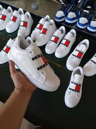 2019 nuevo diseño de zapatos de futbol Zapatos para correr nuevos para hombres Zapatos blancos con logotipo caliente Moda de otoño plana casual Zapatillas de deporte para mujer Zapatos de senderismo para caminar de gamuza informal 36-44