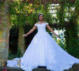 Vestidos de novia de encaje blanco Fuera del hombro Cristales Con cuentas Apliques florales Precioso 2019 Nuevos vestidos de novia impresionantes Personalizado Más Tamaño desde fabricantes
