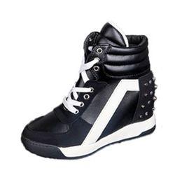 2019 keil-fersen-turnschuhe frauen Frauen Casual Sneakers Sport Komfort Niet Keilabsatz Plattform Hohe Spitze Schnüren Trainingsschuhe rabatt keil-fersen-turnschuhe frauen
