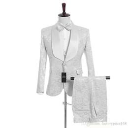 e7f172ee5 (Chaqueta + Pantalones + Chaleco + Corbata) Pañuelo de solapa personalizado  Hermoso Novio blanco Esmoquin Ponsons El mejor hombre traje Trajes de boda  para ...