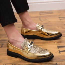 scarpe da uomo in oro nero Sconti 2019 Vestito da uomo Mocassini Scarpe da uomo d'affari di marca da sposa Scarpe traspiranti per banchetti stile Paillettes Oro Scarpe da uomo nere Chaussure Homme