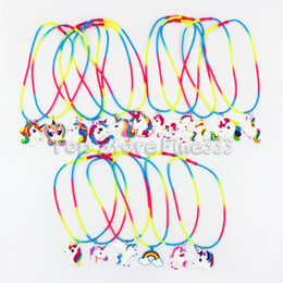 Colares de estilo pirata on-line-Crianças pingente de pvc 31 modelos multi-estilo cavalo acessórios de colar de pirata de natal pingente de pvc dos desenhos animados acessórios para o cabelo por atacado