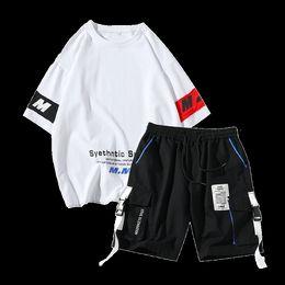 halb schwarze weiße hose Rabatt 100% Baumwolle 2019 Sommer Herren Sets Kurzarm T-Shirts halbe Hose Hip Hop Kleidung Schwarz Weiß Farbe 3Xl