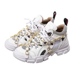 sapatos femininos com sacolas de malha casual Desconto 2019 Nova Marca Sapatos Casuais Tênis De Cristal De Diamante Vincular Malha Low Top Para Homens Mulheres Moda Leve Respirável Designer de Luxo Sapatos