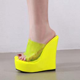 Laranja falhanços on-line-Laranja amarelo chinelos de Verão mula cunha Flip Flops Cunhas sapatos mulheres chinelos sandálias transparentes além de grande tamanho YMA866